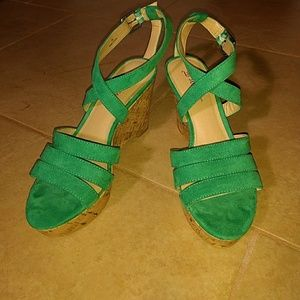 JustFab Green Strappy Wedge Sandals 🔥
